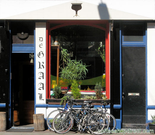 smoker-friendly bar De Graal, Amsterdam, Noord Holland allowing pure cannabis consumption with address, telephone number, opening times, Facebook, Instagram, reviews, menu, map, picture